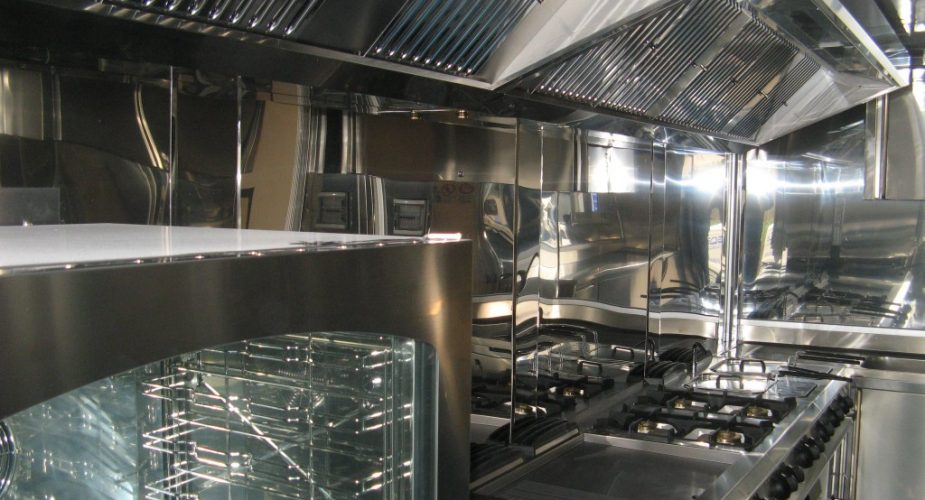 Attrezzature necessarie per le cucine industiali