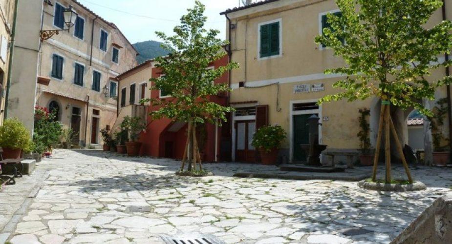 piazza-umberto-primo-poggio-isola-d-elba