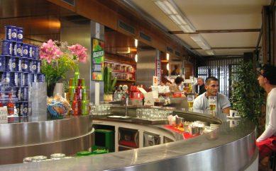 Attrezzature bar: Gli essenziali per un bartender professionale