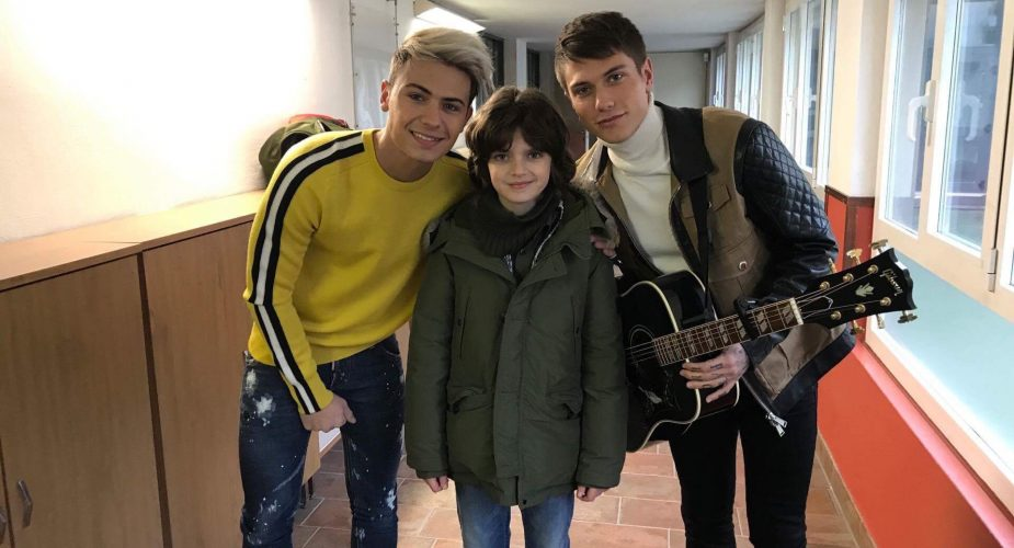 """Niccolò Calvagna nel videoclip del nuovo singolo """" Buona Fortuna"""" di Benji e Fede"""