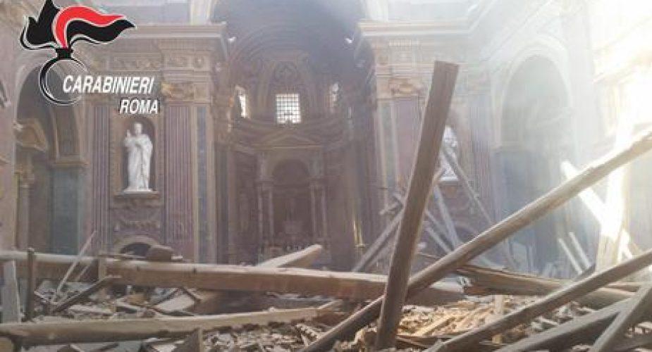 Crollo nella chiesa di San Giuseppe dei Falegnami a Roma