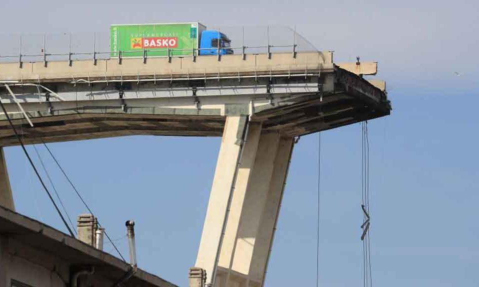 Crollo del ponte a Genova, Commissione Ue: la responsabilità è del concessionario