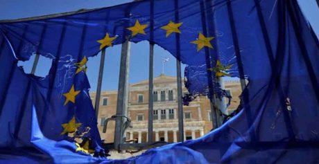 Grecia, M5S: 'Finto salvataggio, il 95 per cento degli aiuti sono finiti alle banche francesi e tedesche'