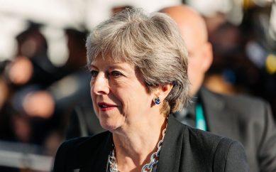 Brexit, May annuncia il rinvio del voto sull'accordo