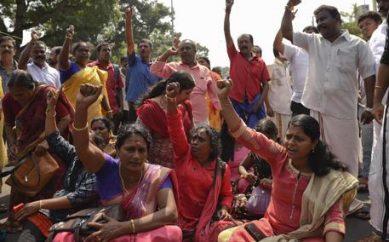 Due donne riescono a entrare in tempio, proteste in India