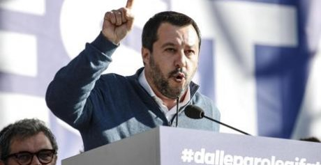 Salvini: 'Chi fa i soldi sulla pelle della gente non ha porto'