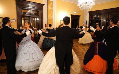 Si è svolto all'Hotel Brufani di Perugia il Gran Ballo di Carnevale in Costume dell'800