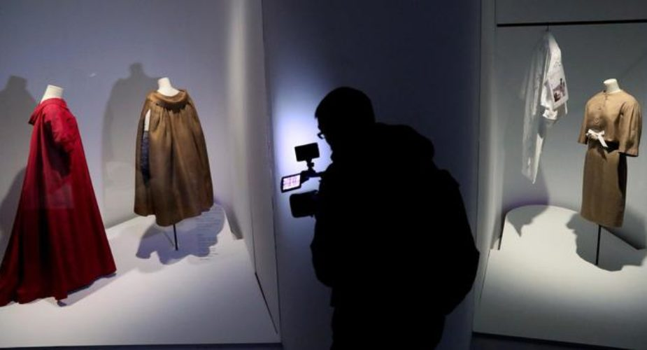 Balenciaga haute couture torna a sfilare a Parigi