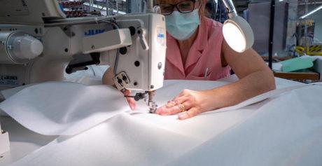Gruppo Zegna riapre aziende per fare camici